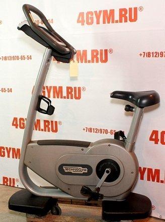 TechnoGym* Synchro Excite 700 Upright bike Вертикальный велотренажер