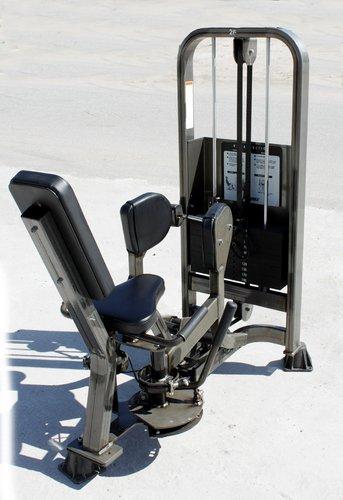 Тренажер для разведения бедер Cybex VR2 4645 Hip Abductor